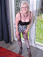 Chubby mature lady from the UK playing with herself